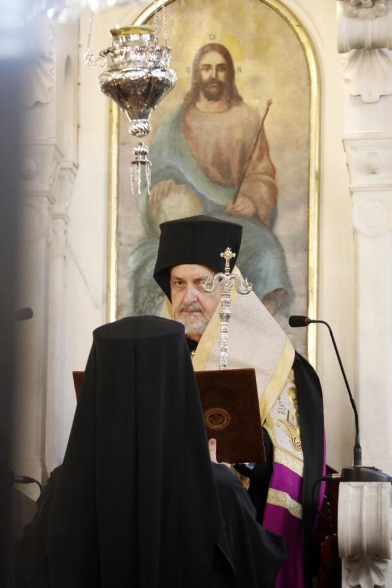 Patrikhanede itaatsizlik depremi 2 numara görevden alınmıştı... Emanuil Adamakis için tören